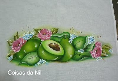 pano de copa com pintura de abacates e rosas