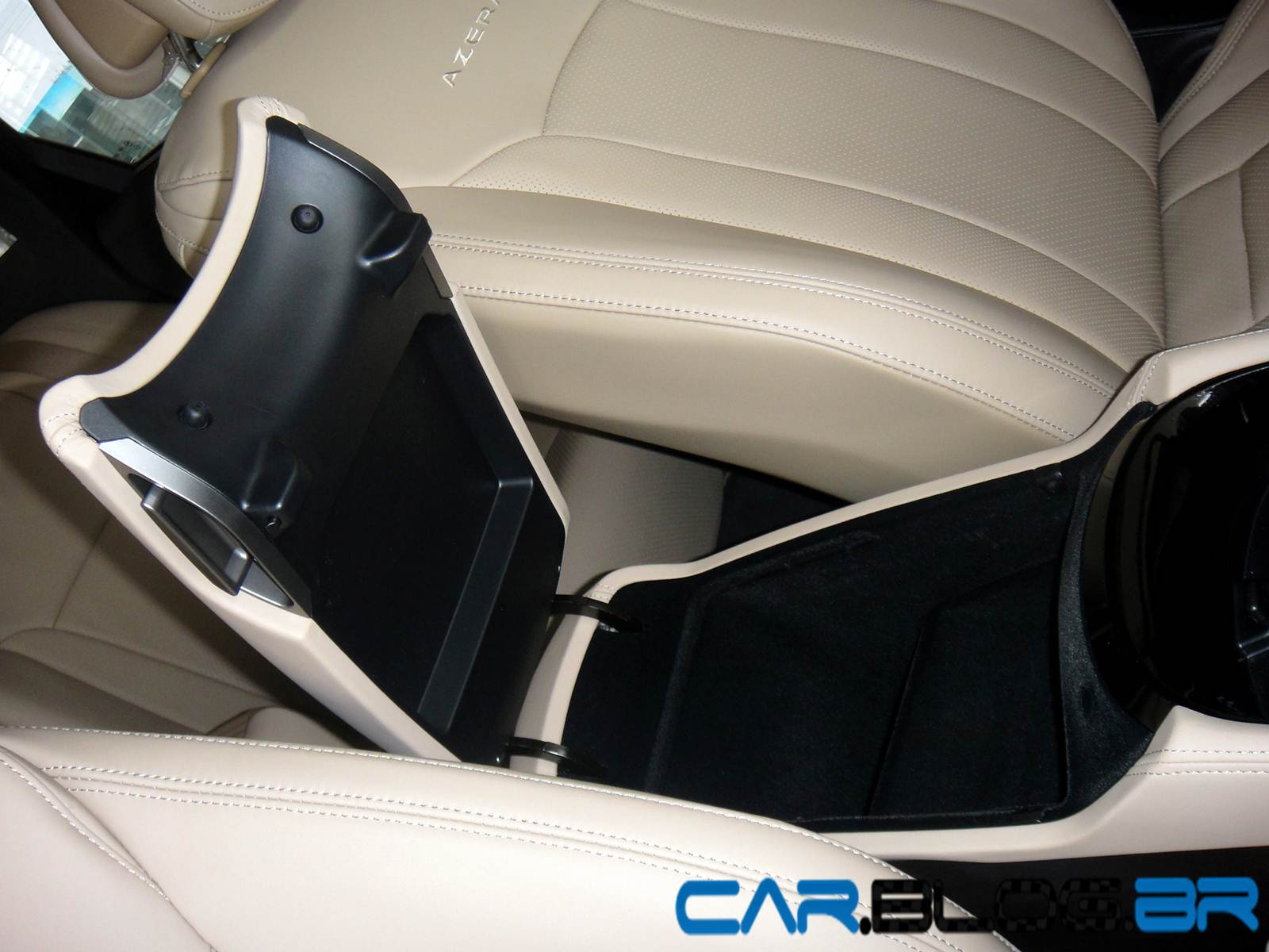 Hyundai Azera branco com interior bege: R$ 5.000 reais mais caro | CAR ...