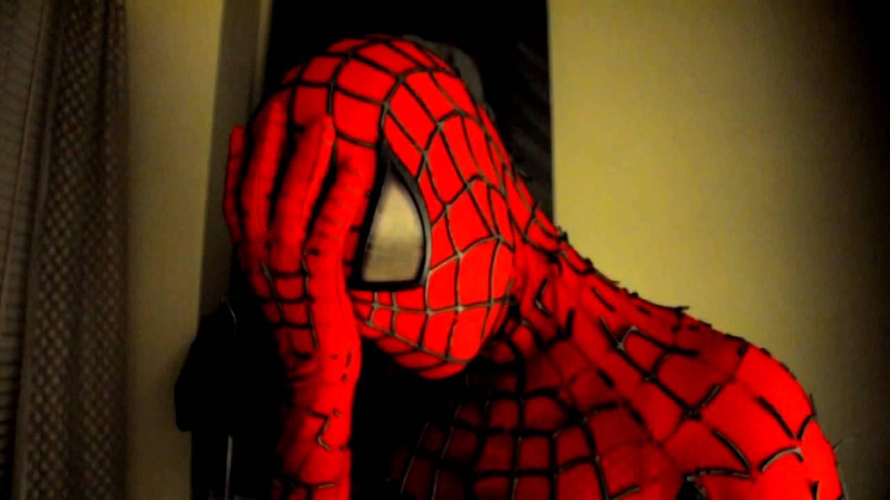 Na imagem: Homem-Aranha com a mão na testa fazendo um facepalm