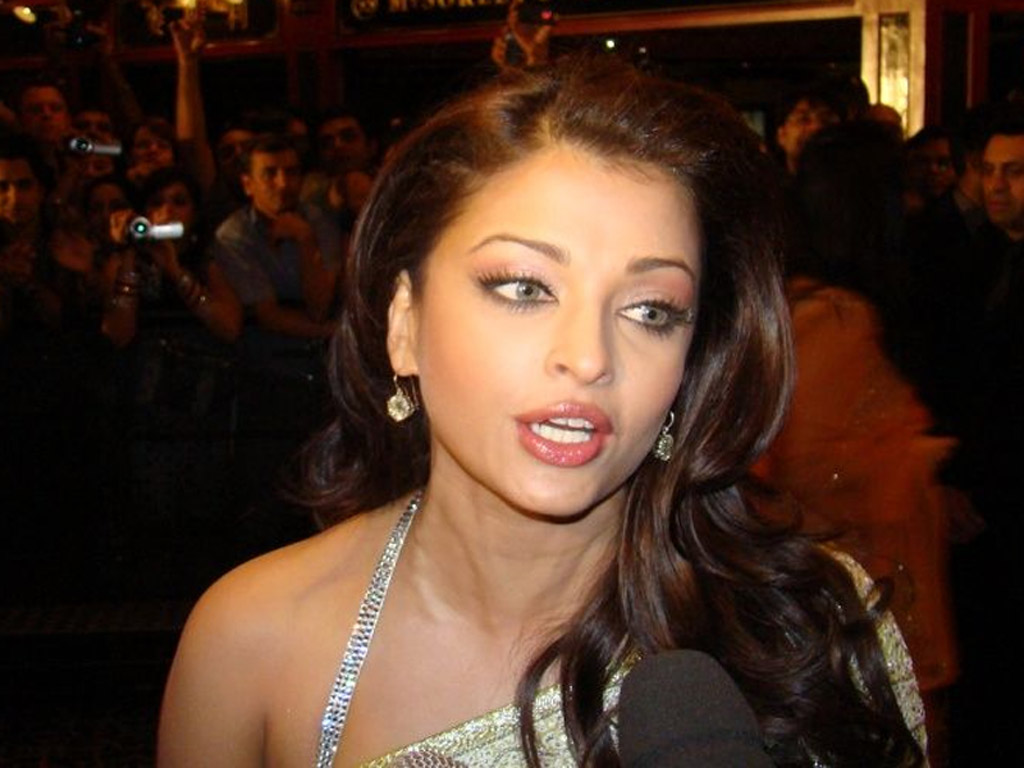 Aishwarya Rai Latest Romance Hairstyles, Long Hairstyle 2013, Hairstyle 2013, New Long Hairstyle 2013, Celebrity Long Romance Hairstyles 2145