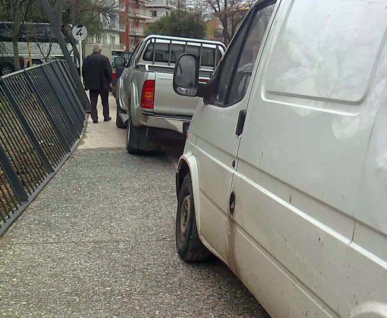 Πριν πάρκαραν στον τωρινό πεζόδρομο, τώρα ενοχλούν τους πάντες στις γειτονιές