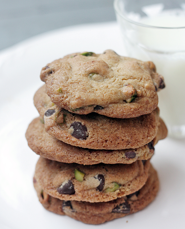 Amanda k. by the Bay: Chocolate Chip & Pistachio Cookies