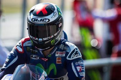 Kenapa Lorenzo Menangis Saat Melintasi Garis Finis GP Valencia?