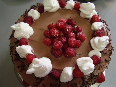 Tort de zmeură şi ciocolată