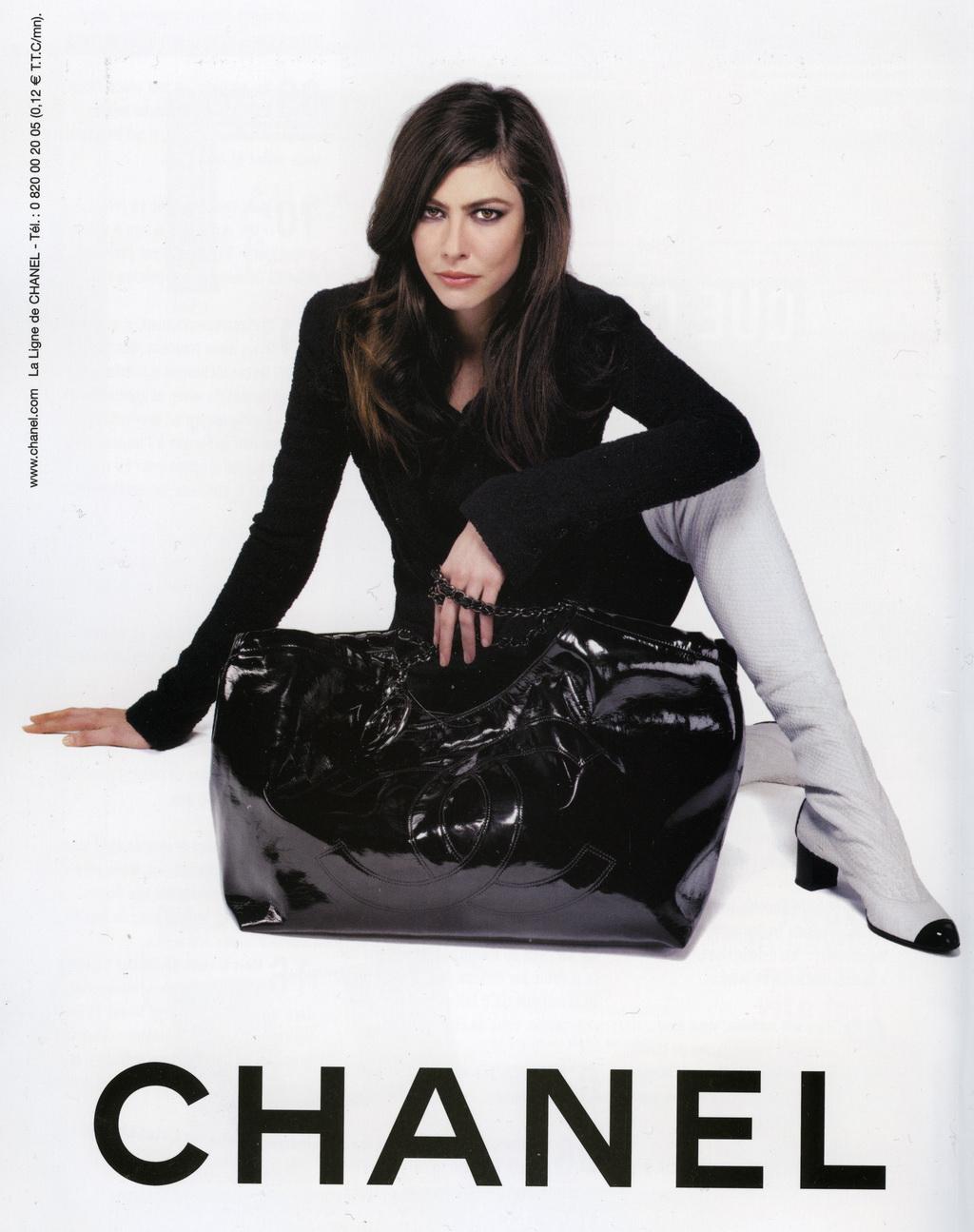 http://4.bp.blogspot.com/-3dhWC9ZVlC4/UEZBTMiZAiI/AAAAAAAAAeQ/pifcuPKcBNg/s1600/Anna+Mouglalis+Chanel+Fashion.jpg