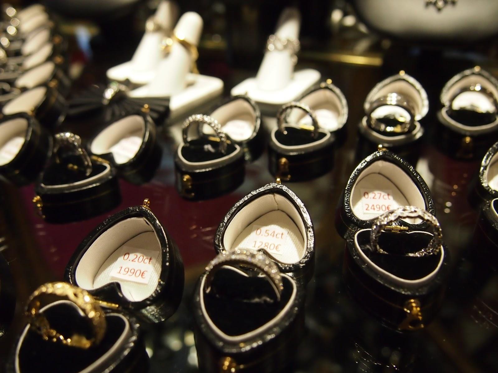 Faber Artin kanssa samassa liikehuoneistossa sijaitsevasta Silver Art-liikkeestä  löysin tämän ihastuttavan Italialaisen kahviastiaston sekä ... cbaaa39914