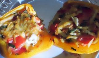 Перец фаршированный сыром и помидорами