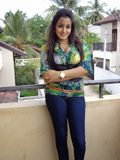 Kaushalya Madhavi Wickramasinghe huge boobs