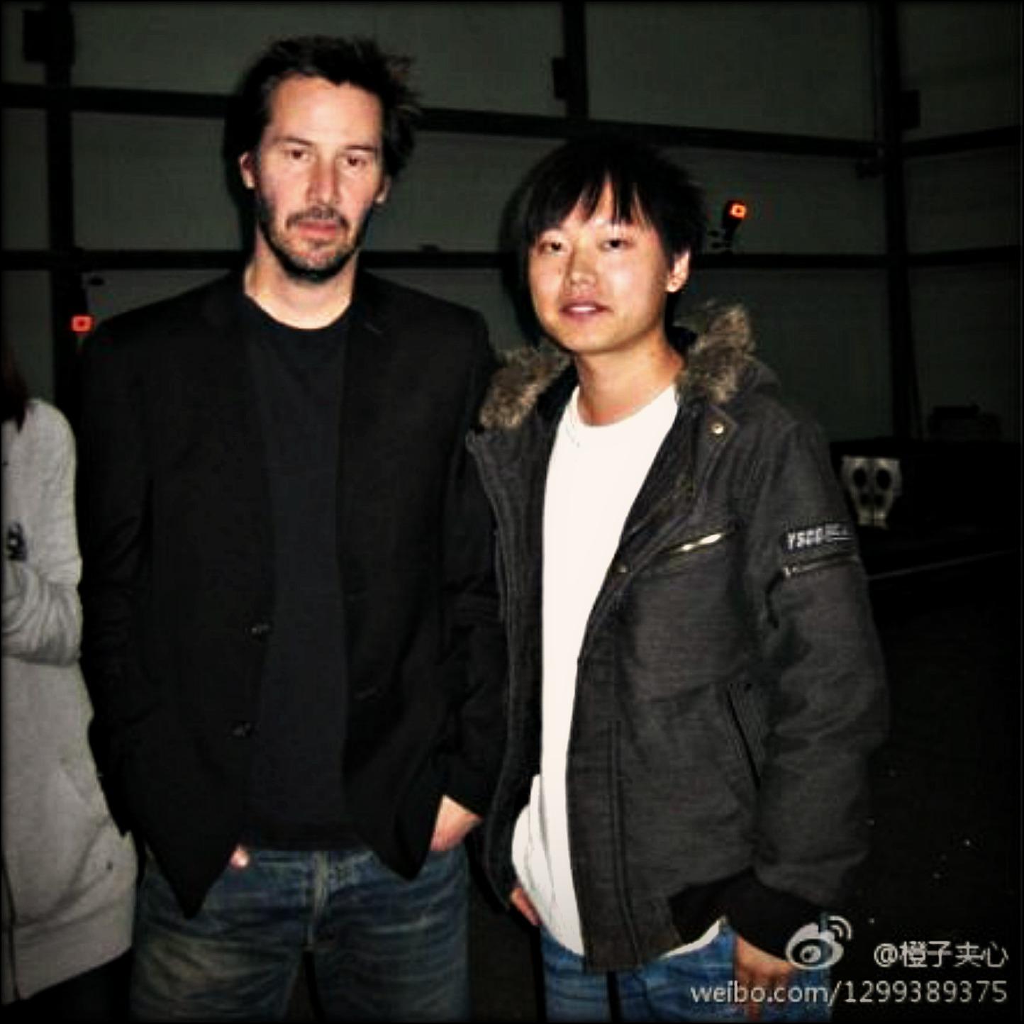 http://4.bp.blogspot.com/-3dxKtsCvYdM/TsAcdtZXmqI/AAAAAAAAAcM/fbXVfXo2xkg/s1600/keanu+13-11-2011+Beijing+a6022526de01%2528CPRM%2529.jpg