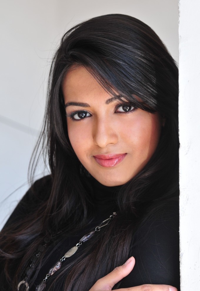 Exquisite and gorgeous Catherine theresa new cute photoshoot in black