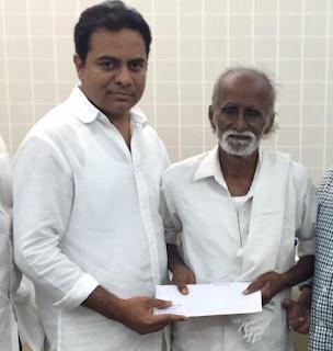KTR extends his helping hand to 'Vedam' Nagaiah,KTR Comes To Vedam Actor Nagayya,Nagayya got 1 lakh from KTR ,Ktr helped Artist Nagayya ,Ktr comes to Nagayya home to Help Nagayya ,Telugucinemas.in