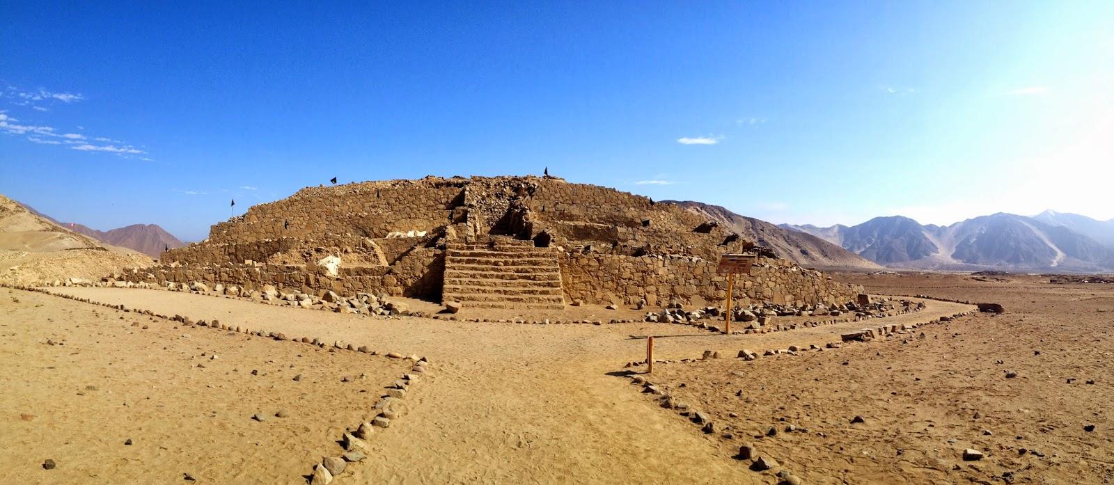 Piramide Mayor De Caral on Pyramid House