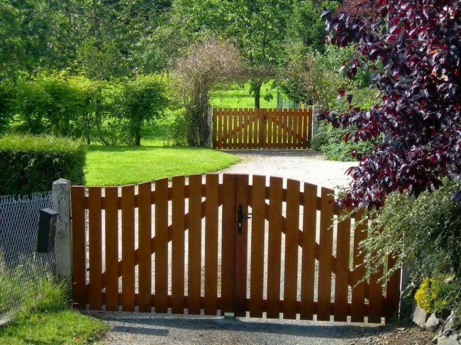 for How to decorate a garden gate