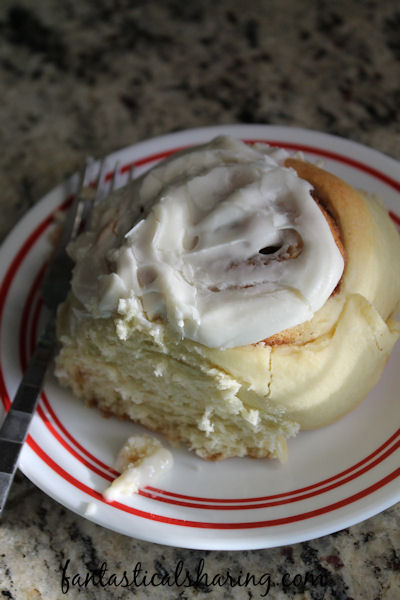 Ultimate Cinnamon Buns | Huge cinnamon buns topped with a creamy, smooth, finger-licking good vanilla frosting #breakfast #recipe #HolidayWithGlade #ad