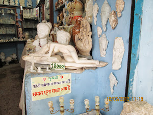 Marble curio shops at Bhedaghat.