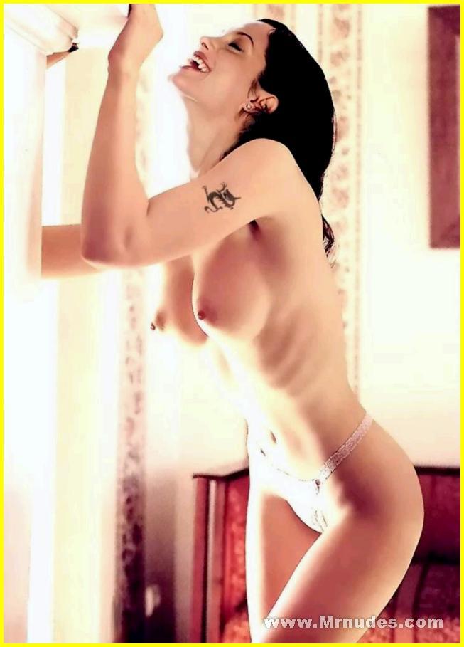 Angelina Jolie Se Desnuda - Zapp Internet