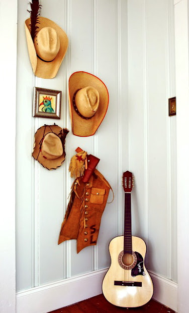 cowboy room, chic, cowboy hat, guitar