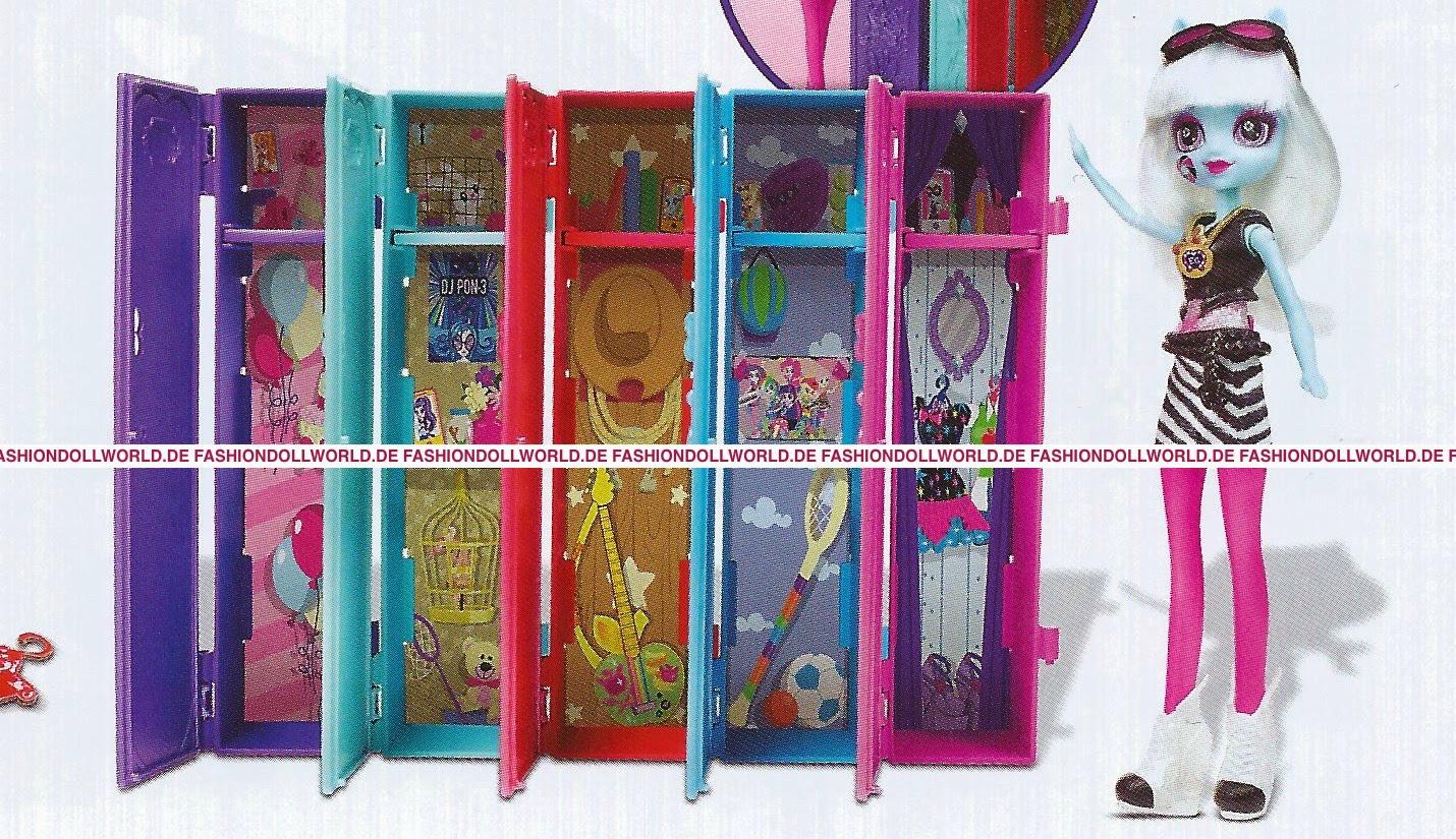 Lockers School Girls Room Neked