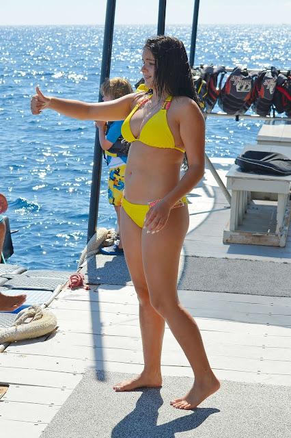 ARIEL WINTER hot huge boobs sexy huge ass full visible in sexy yellow bikini fat ariel winter unseen hq pics