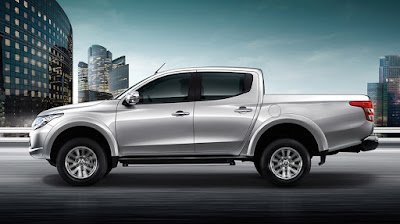 Mitsubishi Triton 2015 vs. Nissan Navara 2015: Cuộc chiến bán tải Nhật