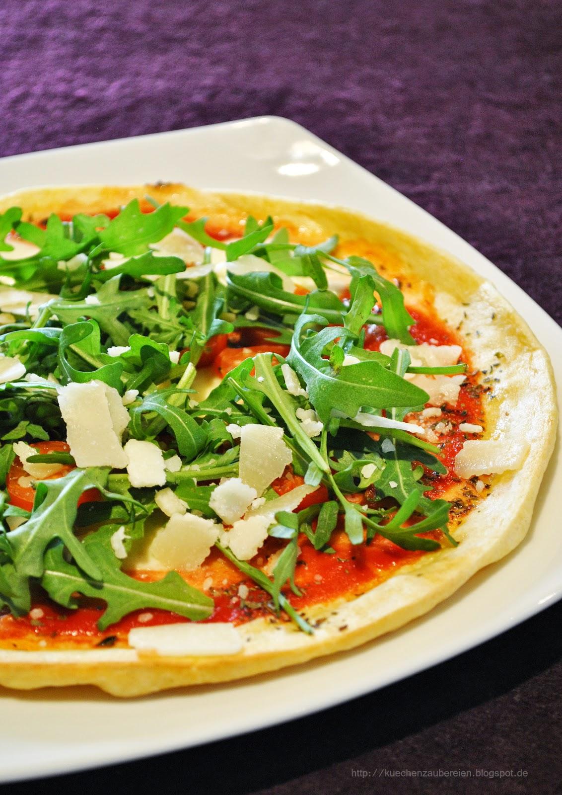 k chenzaubereien vegetarische pfannkuchen pizza mit tomaten mozzarella rucola parmesan. Black Bedroom Furniture Sets. Home Design Ideas