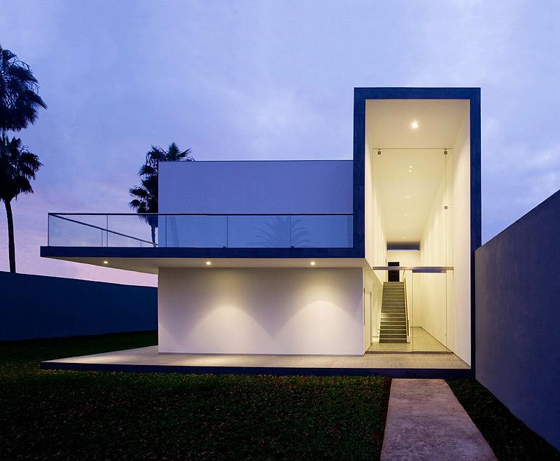 Casa minimalista en lima dise ada por javier artadi for Casa minimalista barcelona capital