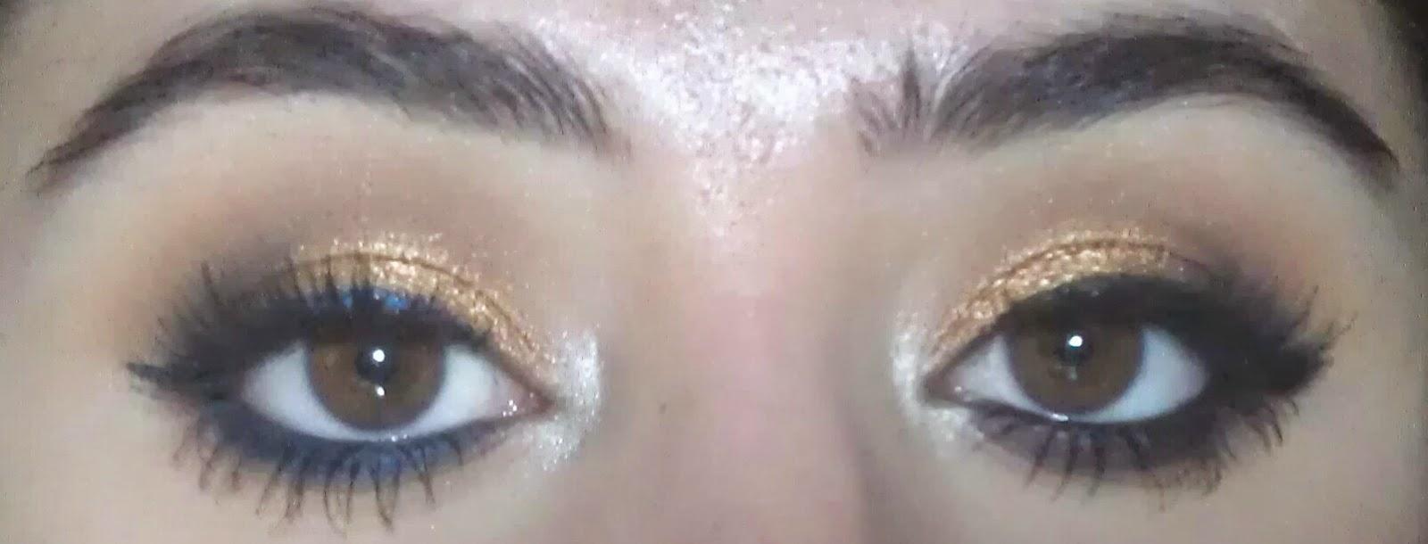 Çift Çizgili Siyah Göz Makyajı