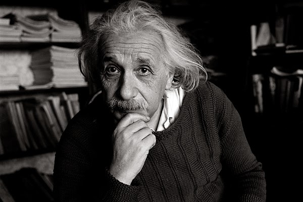 Albert Einstein - Bertrand Russell và tư duy triết học