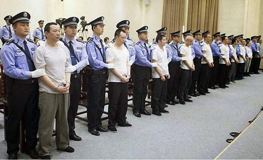 Liu Han e seus cúmplices ouvem a sentença