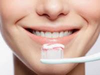 Cara memutihkan gigi,biaya memutihkan gigi di dokter,cara memutihkan gigi secara tradisional,obat memutihkan gigi,memutihkan gigi dengan baking soda,memutihkan gigi secara alami dan cepat,cara mudah memutihkan gigi,memutihkan gigi secara alami wanita,tips memutihkan gigi secara tradisional,cara merawat gigi agar putih,merawat gigi kuning,merawat gigi berbehel,kesehatan gigi,merawat gigi agar putih,merawat gigi anak,merawat gigi behel,merawat gigi yang baik