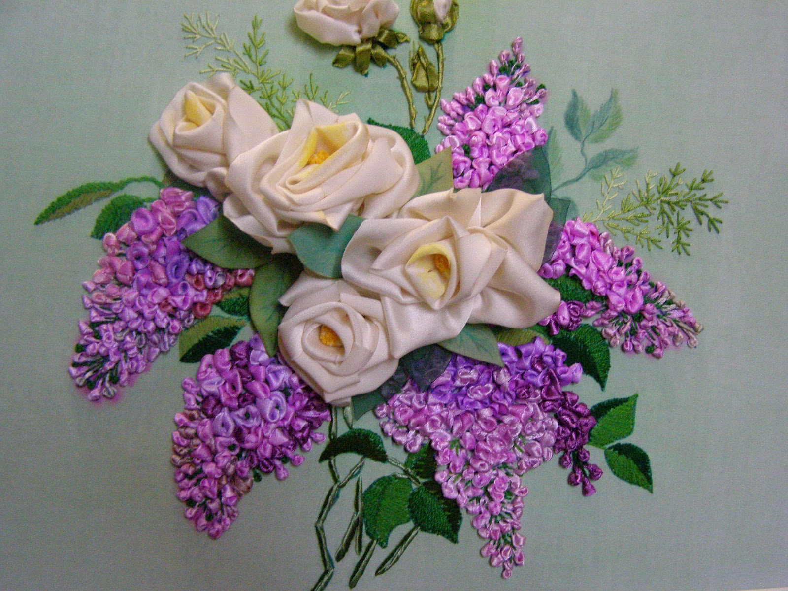 Вышивка атласными лентами розы