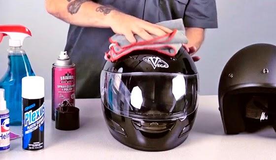Mencuci dan Membersihkan Helm Sendiri Dengan Benar