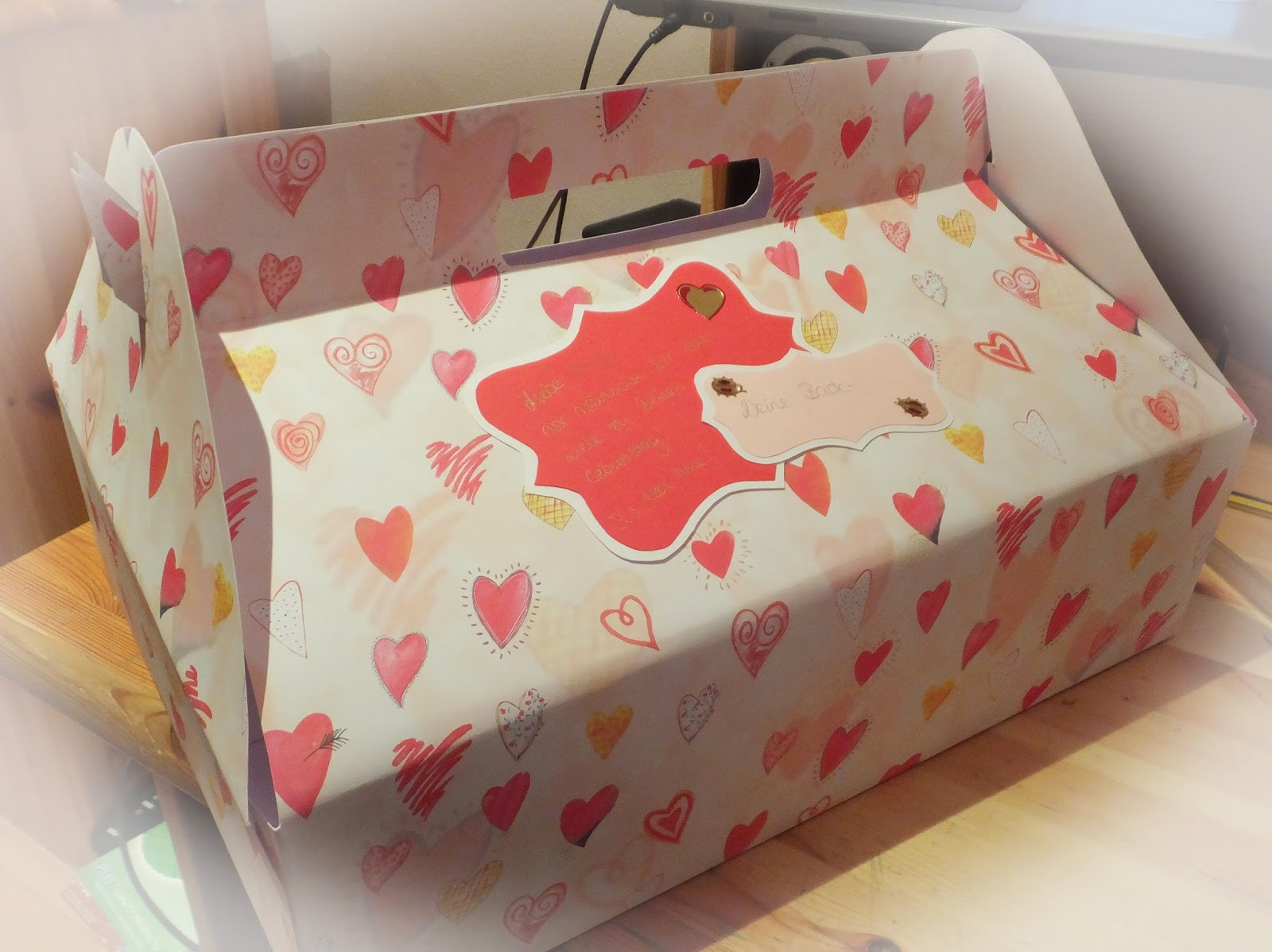 der gl ckliche sisyphus diy cupcake box f r 12 cupcakes. Black Bedroom Furniture Sets. Home Design Ideas
