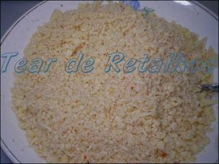 Mistura de queijo parmesão, quijo mussarela e farinha de rosca