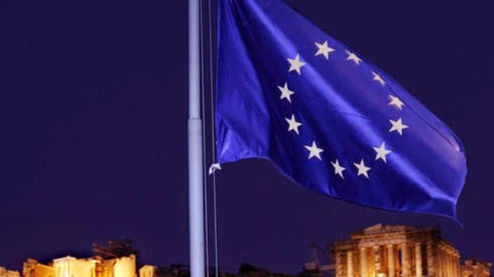 Κυματίζει η σημαία της ΕΕ στην Αθήνα.