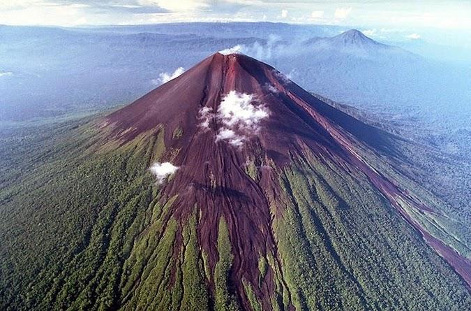 Gambar Pemandangan Gunung Indah di Dunia