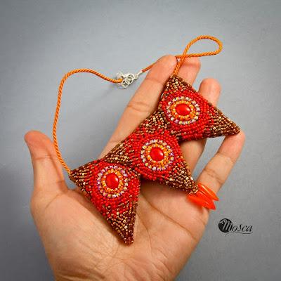 naszyjnik haftowany koralikami