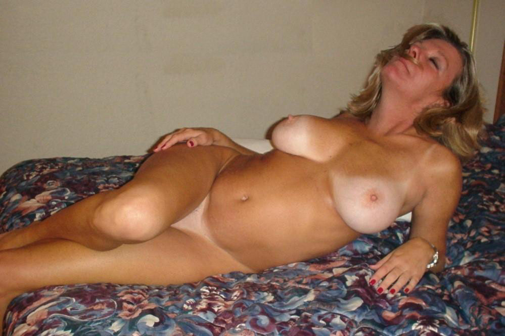 50 plus amateur wife spreads bold pussy 7