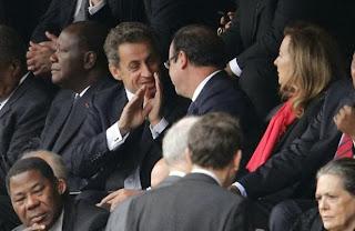 François Hollande et Nicolas Sarkozy, deux ennemis réunis par Nelson Mandela