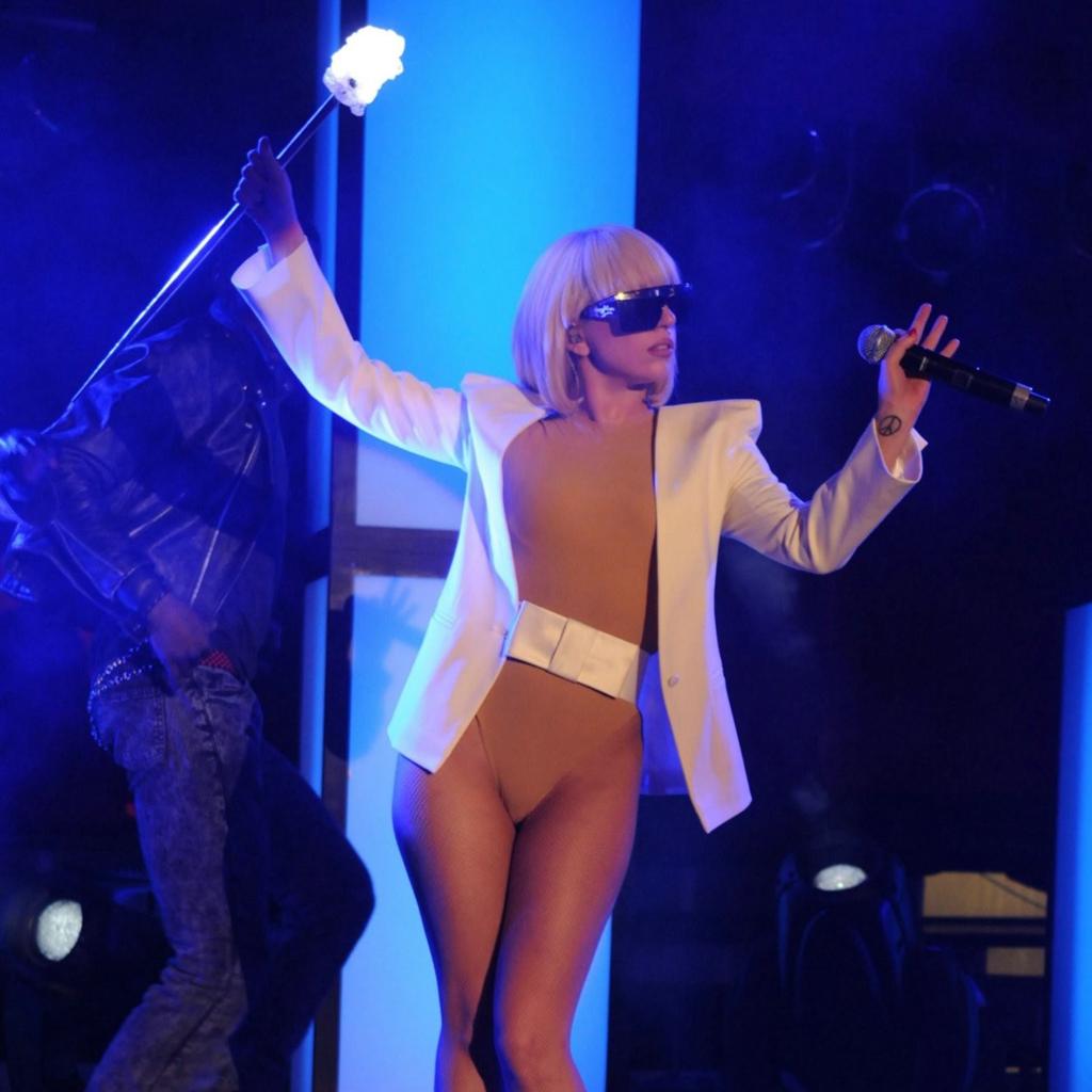 http://4.bp.blogspot.com/-3iLzYhZssZw/TwmSjR4P9DI/AAAAAAAANVQ/MBw3voF6dr0/s1600/Lady-Gaga-iPad-Wallpapers-34.jpg