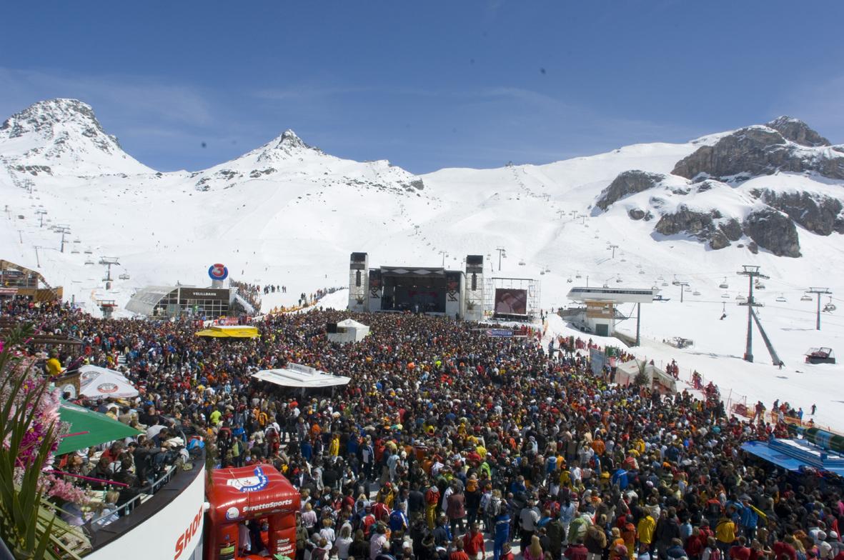 http://4.bp.blogspot.com/-3iOUOX3MJO4/TqbImEt-eVI/AAAAAAAAOhc/SQrNX8zuRAc/s1600/ischgl-top_of_the_mountain_concert.jpg