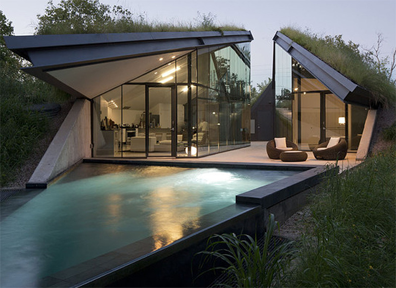 Edge land house with triangular smart pool and living roof for House with pool on roof