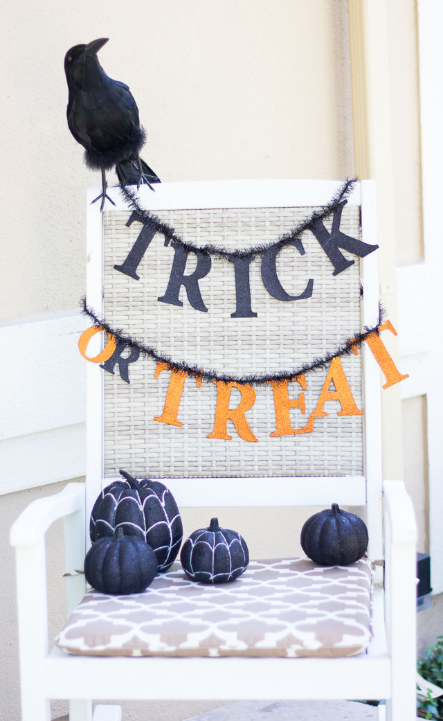 5 Steps to a Spooky Halloween Front Porch!