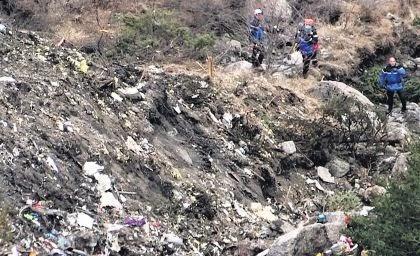 Caixa preta de avião que caiu e matou 150 pessoas é localizada na França