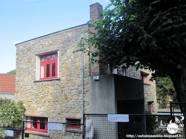 Clamart - Maison et atelier de Jean Arp et Sophie Taeuber  Abrite actuellement la Fondation Arp: http://www.fondationarp.org/home.aspx  Dessin et Construction: Sophie Taeuber  Projet / Construction: 1926-1929