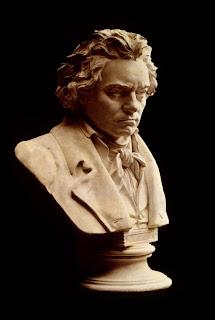 Escultura con el torso de Ludwig van Beethoven