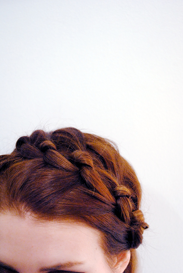 DIY Knotted Milkmaid Braid via LoveBlair.blogspot.com/
