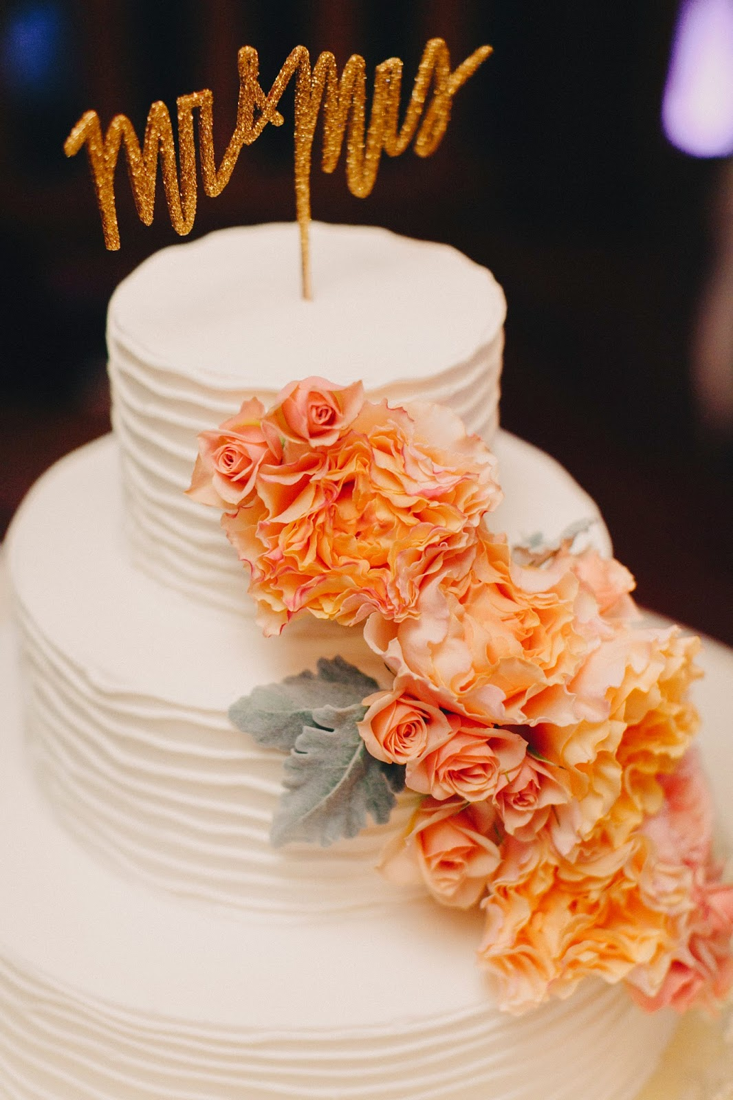 les fleurs : jess jolin photography : cake flowers : roses and dusty miller : peach and coral