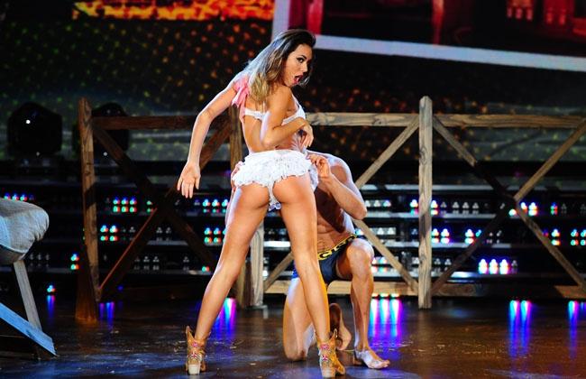 Un baile sexy me meto unos deditos y hasta con el pie - 1 part 4