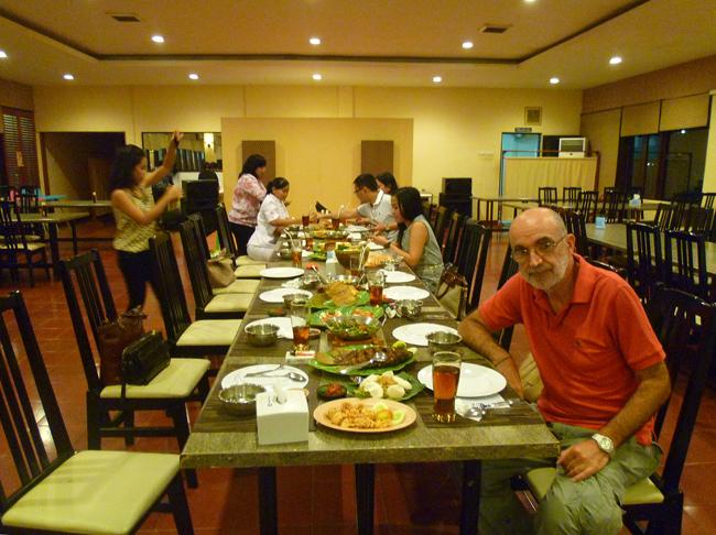 Una mesa indonesia en Yakarta
